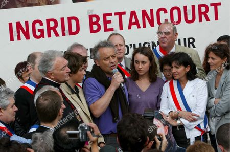 Ingrid Betancourt's Former's Husband French Diplomat Fabrice Delloye Talks to the Press As His Daughter Melanie Betancourt (3-r) and Her Brother Lorenzo Betancourt (to His L) Socialist Mayor Assistant Anne Hidalgo (2-r) and Former Hostage French Journalist Florence Aubenas (r) Look On After the March For Freedom For Ingrid Betancourt and Clara Rojas at Place De L'hotel De Ville in Paris France 23 May 2007 French-colombian Ingrid Betancourt Was Abducted 2002 While Campaigning For the Presidency On a Leftist Ticket in Southern Colombia a Longtime Rebel Stronghold