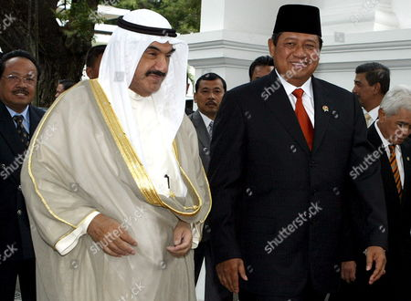 Kuwait's Prime Minister Sheikh Nasser Al-mohammed Al-ahmed Al-sabah (l) Walks with Indonesian President Susilo Bambang Yudhoyono Shortly Before a Meeting at the Presidential Palace in Jakarta 30 May 2007 Sheikh Nasser Mohammad Al-sabah is in a Three Days Official Visit to Tighten Bilateral Relationship Between Two Countries