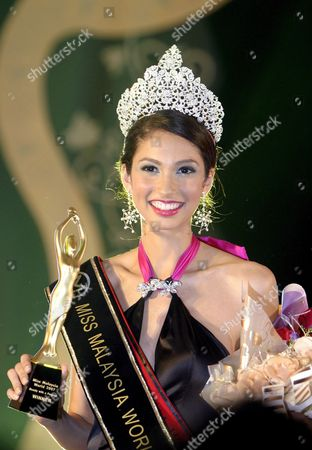 Stock Image of Newly-crowned Miss Malaysia World 2007 Deborah Priya Henry Smiles to the Crowds After Winning the Pageant Title in Kuala Lumpur Malaysia 25 May 2007 the 21-year Old Model Will Represent Malaysia in the Upcoming Miss World Pageant Finals