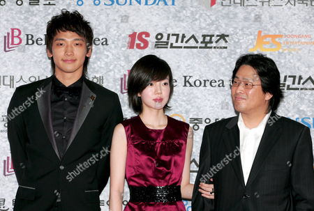South Korean Singer Rain (l) Whose Real Name is Jung Ji-hoon Actress Lim Su-jung (c) and Movie Director Park Chan-wook (r) Pose For Photographers During a Photocall at the 43rd Annual Paeksang Arts Awards in Seoul South Korea 25 April 2007