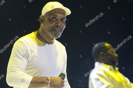 Us Singer Producer and Songwriter Frankie Beverly of the Soul and Funk Group Maze Performs On Stage On the Last Night of the Three-day Essence Music Festival in the Louisiana Superdome in New Orleans Louisiana Usa 05 July 2009 This Year's 15th Anniversary Essence Music Festival Celebration Was Set For This Weekend of July 3 4 and 5 in New Orleans and It's Performers Included Beyonce Maxwell Anita Baker Al Green John Legend Keri Hilson Robin Thicke Salt-n-pepa Ne-yo Raphael Saadiq En Vogue Eric Benet Sierra Leone Refugee All Stars Teena Marie and Many More Musical Artists