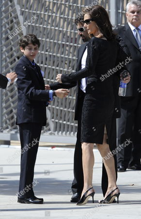 Us Actress Kate Jackson (r) Arrives For Actress Farrah Fawcett's Funeral Ceremony in Los Angeles California Usa 30 June 2009 Fawcett Gained Fame As One of the Original Charlie's Angels' On American Television She Died After a Lengthy Battle with Cancer