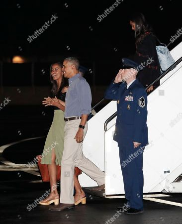 Barack Obama, Sasha Obama, Malia Obama U.S. President Barack Obama and his daughters Malia, left, and Sasha arrive on Air Force One, at Joint Base Pearl Harbor-Hickam, adjacent to Honolulu, Hawaii, for their annual family vacation on the island of Oahu