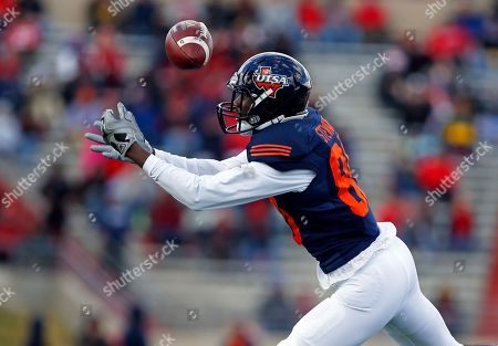 UTSA wide receiver Josh Stewart misses a reception during the first half of the New Mexico Bowl NCAA college football game against New Mexico in Albuquerque, N.M