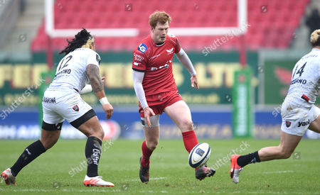 Rhys Patchell of Scarlets chips past Ma?a Nonu of Toulon.