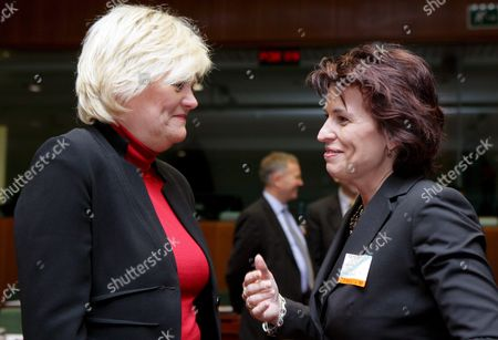 Swiss Federal Minister of Economy Doris Leuthard (r) Chats with Norwegian Finance Minister Kristin Halvorsen (l) at the Start of the Econfin Council Meeting in Brussels 13 November 2007 European Finance Ministers Pressed China to Let Its Currency Strengthen So Their Economy No Longer Bears the Brunt of the Drop in the U S Dollar
