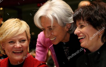(l-r) Norwegian Finance Minister Kristin Halvorsen French Minister For Economy and President of the European Council Christine Lagarde Swiss Economic Minister Doris Leuthard Chat at the Start of an European Free Trade Association (efta) Meeting with European Finance Ministers at the Eu Headquarters in Brussels 04 November 2008 Finance Ministers From the Euro Zone Agreed Their Countries Are Facing a Serious Economic Slowdown But Argued Whether to Create a European Union Rescue Plan