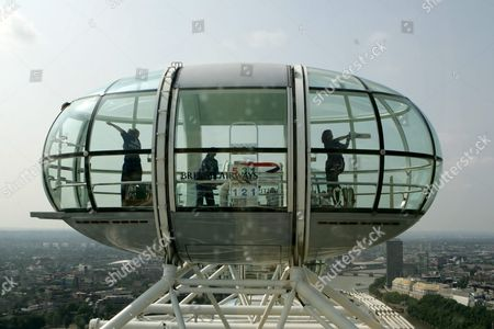 England Women Cricket Players Rosalie Birch Captain Clare Connor and Isa Guha Practice in a Capsule On the London Eye in London Monday 18 July 2005 the England Team Will Play 2 Test Matches and 5 One Day Internationals Against Their Female Counterprts From Australia This Summer with the First Test at Hove Nr Brighton August 6