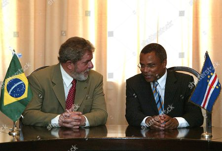 President of Brazil Luis Inacio Lula Da Silva (left) and the Prime Minister of Cape Verde Jose Maria Neves (right) Talk Prior to Exchanging Aeronautical Agreements Between the Two Countries at a Ceremony On the Island of Santiago Cape Verde Thursday 29 July 2004