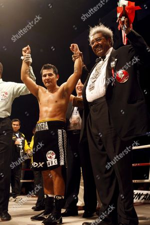 Marco Antonio Barrera (l) of Mexico Stand with Don King (r) After Defeating Compatriot Samuel Ventura Alvarez in Their Lightweight Bout of the 2008 Wbc World Championship Boxing in Chengdu Sichuan Province China 07 November 2008 Barrera Won the Bout