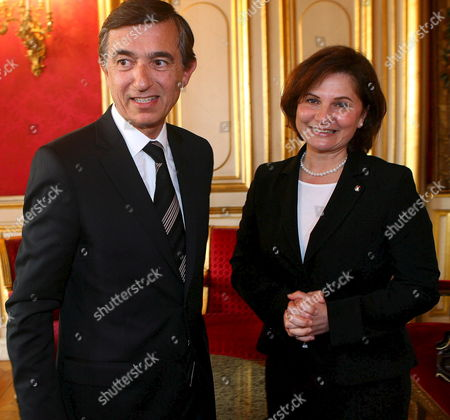 The Palestinian General Delegate in France (r) Hind Khoury is Welcomed by French Foreign Affairs Minister Philippe Douste-blazy (l) Prior to a Meeting at the Foreign Office in Paris On Wednesday 10 May 2006