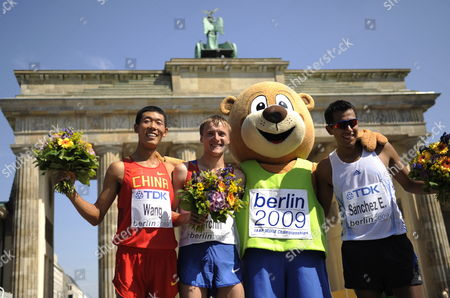 Winner of the 20km Walk Russian Valeriy Borchin (2-l) Pose with Chinese Hao Wang (l) Who Placed Second Mexican Eder Sanchez (r) and the Mascot Berlino (2-r) Who Placed Third at the 12th Iaaf World Championships in Athletics Berlin Germany 15 August 2009