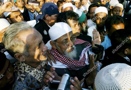 Indonesian Muslim Militant Cleric Abu Bakar Baasyir (c) is Flanked by His Supporters Outside the Cipinang Jail in Jakarta Indonesia Wednesday 14 June 2006 the Aging Preacher Walked Free After He Completed a 26-month Sentence Arising out of the 2002 Bali Bombings Which Left at Least 202 People Dead Most of the Bali Victims Were Foreign Tourists Indonesia Jakarta