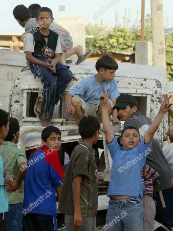 Palestinians Boys Stand Near The Car Of Fared Mayat And Abdalah Aqel In Salah Al Dine
