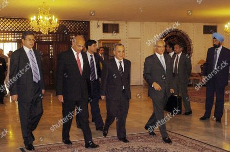 Pakistan's Foreign Secretary Salman Bashir (2 R) His Indian Counterpart Shivshankar Menon (2 L) Pakistan's Foreign Ministry Spokesman Mohammad Sadiq (l) and Pakistan's High Commissioner to India Shahid Malik (r) Arrive at the Foreign Ministry For a Meeting in Islamabad Pakistan 20 May 2008 Shivshankar Menon is On an Official Visit of Islamabad to Discus with Islamabad's New Civilian Leadership a Stagnant Peace Process Officials Said the Nuclear Armed Neighbors Pakistan and India Are Currently Engaged in a Peace Process to Resolve All Outstanding Issues Including Kashmir the Disputed Region That Has Triggered Two of the Three Wars Since Their Independence From Britain in 1947
