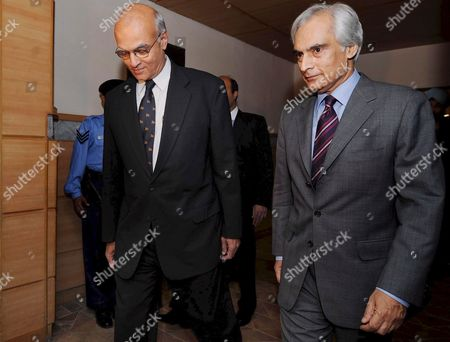 Shahid Malik (r) Pakistan High Commissioner to New Delhi Accompanies India's Foreign Secretary Shiv Shankar Menon As He Arrives at Islamabad International Airport in Islamabad Pakistan 19 May 2008 Shiv Shankar Menon is On an Official Visit of Islamabad to Discus with Islamabad's New Civilian Leadership a Stagnant Peace Process Officials Said the Nuclear Armed Neighbors Pakistan and India Are Currently Engaged in a Peace Process to Resolve All Outstanding Issues Including Kashmir the Disputed Region That Has Triggered Two of the Three Wars Since Their Independence From Britain in 1947