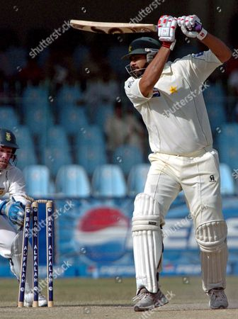 Pakistani Batsman Inzamam-ul-haq Who is Making His Final Test Appearance at a Ground where He Made His Debut in 1990 is Stumped by South Africa's Mark Boucher (l) During the Final Day of the Second Test Match Between Pakistan and South Africa at Gaddafi Cricket Stadium in Lahore Pakistan 12 October 2007