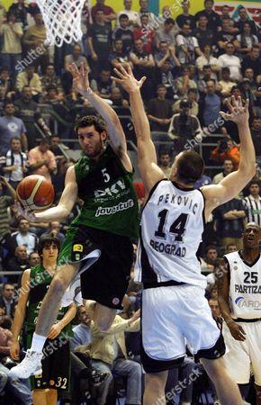 Rodolfo Fernandez (l) of Joventut Badalona Pass by Nikola Pekovic of Partizan Belgrade During Their Final 16 Euroleague Basketball Match in Belgrade On Thursday 01 March 2007