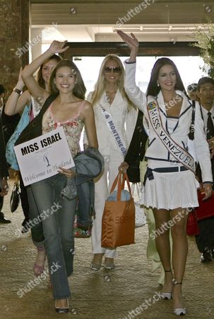 Miss Universe 2005 Contestants Elena Ralph of Israel (l) Monica Spear of Venezeula (r) Dilek Aksoy of Turkey (back L) and Jelena Mandic of Serbia and Montenegro Greet Upon Their Arrival at the Hotel in Bangkok Thailand On Monday 09 May 2005 Thailand Will Host the Miss Universe 2005 Beauty Pageant This Year and the Winner Will Be Selected On Tuesday 31 May