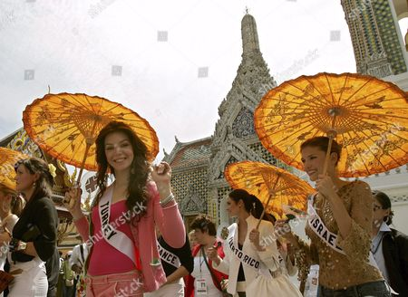 Miss Universe 2005 Contestants Dilek Aksoy of Turkey (c) Waves to Media Next to Mary Gormley of Ireland (l) Elena Ralph of Israel (r) and Cynthia Olavarria of Puerto Rico (2r) During a Visit to the Temple of the Emerald Buddha Eastern Section of the Royal Palace Bangkok Thailand Wednesday 11 May 2005 Around 82 Beauty Queens Come to Compete For the Most Coveted Beauty Title of the World in Thailand On Tuesday 31 May