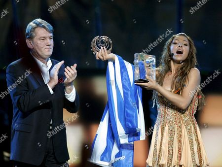 Helena Paparizou From Greece (r) Shows Her Trophies As Winner of Eurovision Song Contest 2005 As Ukrainian President Viktor Yushchenko Applauds During the Awarding Ceremony in Kiev Saturday 21 May 2005 Paparizou Won with the Song 'My Number One'