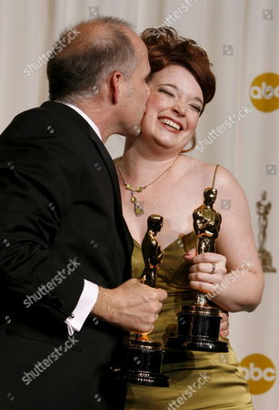 Stock Image of Corinne Marrinan (r) Gets a Kiss From Eric Simonson (l) As They Pose with Their Oscars For 'Best Documentary Short Subject' For the Film 'A Note of Triumph: the Golden Age of Norman Corwin' at the 78th Annual Academy Awards in Hollywood California Sunday 05 March 2006