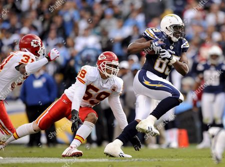 San Diego Chargers Tight End Antonio Gates (r) Runs Away From Kansas City Chiefs Cornerback Maurice Leggett (l) and Linebacker Donnie Edwards (c) in Second Half Action in San Diego California Usa 09 November 2008 the Chargers Beat the Chiefs 20-19