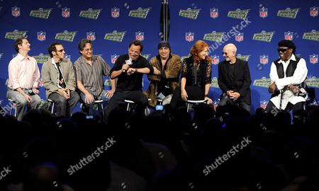 Us Singer Bruce Springsteen (4-l) and the E Street Band Answer Questions of the Media During the Super Bowl Xliii Halftime Show News Conference at the Tampa Convention Center in Tampa Florida Usa 29 January 2009 the E Street Band is Garry Tallent (l) Nils Lofgren (2-l) Max Weinberg (3-l) Bruce Springsteen (4-l) Steven Van Zandt (4-r) Patti Scialfa (3-r) Roy Bittan (2-r) and Clarence Clemons (r) the Arizona Cardinals Will Face the Pittsburgh Steelers in the Game to Be Played 01 February 2009