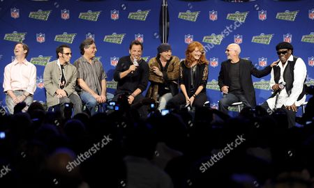 Us Singer Bruce Springsteen (4l) and the E Street Band Answer Questions of the Media During the Super Bowl Xliii Halftime Show News Conference at the Tampa Convention Center in Tampa Florida Usa 29 January 2009 the E Street Band is Garry Tallent (l) Nils Lofgren (2-l) Max Weinberg (3-l) Bruce Springsteen (4-l) Steven Van Zandt (4-r) Patti Scialfa (3-r) Roy Bittan (2-r) and Clarence Clemons (r) the Arizona Cardinals Will Face the Pittsburgh Steelers in the Game to Be Played 01 February 2009
