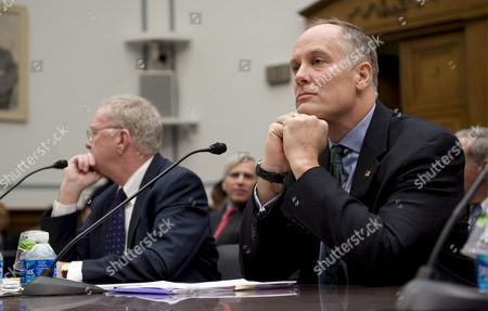Former Fannie Mae Ceo Daniel Mudd (r) and Former Freddie Mac Ceo Richard Syron Testify Before the House Committee On Oversight and Government Reform's Hearing Titled 'The Role of Fannie Mae and Freddie Mac in the Financial Crisis' On Capitol Hill in Washington D C Usa 09 December 2008 the Hearing Will Examine the Extent to Which the Actions and Policies of Fannie Mae and Freddie Mac May Have Contributed to the Ongoing Crisis