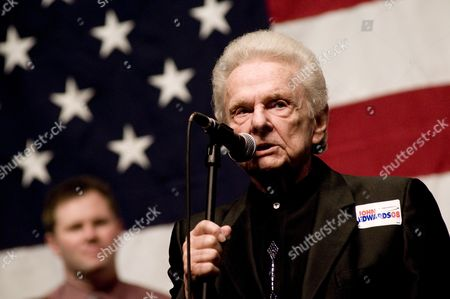 Stock Image of Musician Dr Ralph Stanley Performs at a Rally For Democratic Presidential Hopeful Former North Carolina Senator John Edwards in Greenwood South Carolina Usa 24 January 2008 Edwards is Campaigning Hard in His Home State of South Carolina in an Effort to Win the Democratic South Carolina Primary Being Held This Sunday