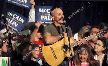 Country Singer Aaron Tippin Warms Up the Crowd Waiting to See Republican Vice Presidential Hopeful Governor Sarah Palin Speak at a Campaign Rally in Des Moines Iowa Usa 25 October 2008