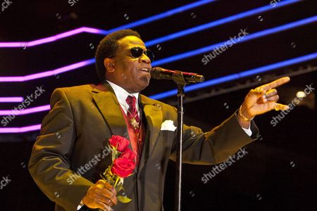 Us Gospel and Soul Singer Al Green Performs On Stage On the Last Night of the Three-day Essence Music Festival in the Louisiana Superdome in New Orleans Louisiana Usa 05 July 2009 This Year's 15th Anniversary Essence Music Festival Celebration Was Set For This July 3 4 and 5 in New Orleans and It's Performers Included Beyonce Maxwell Anita Baker Al Green John Legend Keri Hilson Robin Thicke Salt-n-pepa Ne-yo Raphael Saadiq En Vogue Eric Benet Sierra Leone Refugee All Stars Teena Marie and Many More Musical Artists