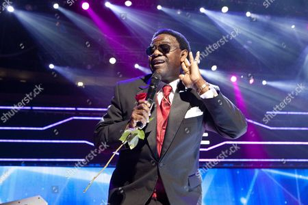 Us Gospel and Soul Singer Al Green Performs On Stage On the Last Night of the Three-day Essence Music Festival in the Louisiana Superdome in New Orleans Louisiana Usa 05 July 2009 This Year's 15th Anniversary Essence Music Festival Celebration Was Set For This Weekend of July 3 4 and 5 in New Orleans and It's Performers Included Beyonce Maxwell Anita Baker Al Green John Legend Keri Hilson Robin Thicke Salt-n-pepa Ne-yo Raphael Saadiq En Vogue Eric Benet Sierra Leone Refugee All Stars Teena Marie and Many More Musical Artists