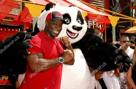 Us Actor Michael Clark Duncan (l) Poses with 'Po' (r) Upon His Arrival For the Film Premiere of 'Kung Fu Panda' in Los Angeles California Usa 01 June 2008 'Kung Fu Panda is the Animated Story of a Panda Bear Who Turns His Dreams to Reality by Becoming a Kung Fu Master