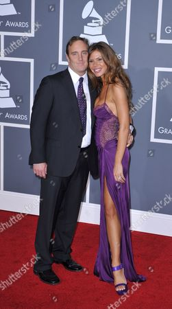 Us Actors Jay Mohr Left and Nikki Cox Arrive at the 51st Annual Grammy Awards at the Staples Center in Los Angeles California Usa 08 February 2009