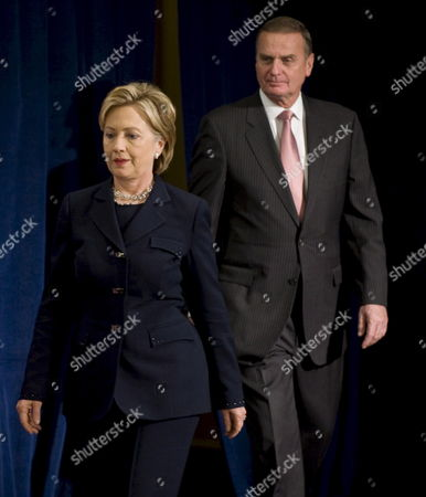 New York Senator Hillary Clinton (l) Arrives with Retired Marine General James L Jones (r) For a News Conference with Us President-elect Barack Obama where He Introduced Them As His Choice For Secretary of State (clinton) and National Security Adviser in Chicago Illinois Usa 01 December 2008
