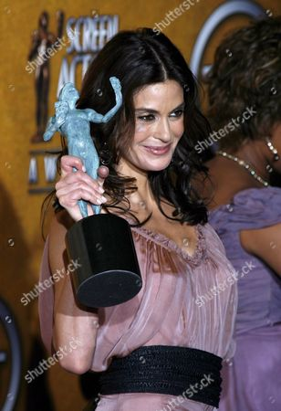 Terri Hatcher One of the Cast Members From the Comedy Series 'Desperate Housewives' Holds Up Her Award For Outstanding Performance by an Ensemble in a Comedy Series During the 12th Annual Screen Actors Guild Awards at the Shrine Exposition Center in Los Angeles California Sunday 29 January 2006