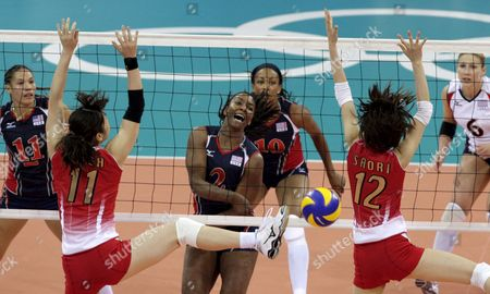 Japan's Erika Araki (l) and Saori Kimura (r) Try to Block the Ball From United States Danielle Scott-arruda in Their Preliminary Pool in Women's Volleyball at the Beijing 2008 Olympic Games in Beijing On 09 August 2008 Usa Won 3-1