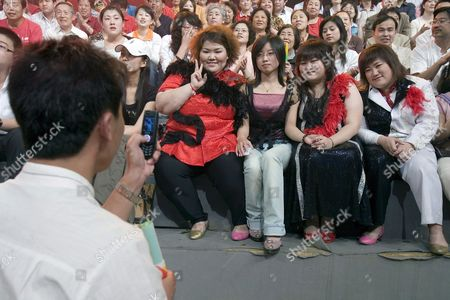 Members of the Band 'Qian Jin' (500 Kg) Yang Ye (l) Zhang Wen (2-r) and Shen Jing (r) Pose with an Unidentified Member of the Audience (2-l) Prior to the Band's Performance at a Tv Game Show in Beijing the Band's Name is an Allusion to the Combined Weight of the Four Overweight Members Xiao Yang Born with Lipometabolic Disorder Founded the Band in 2006 After She Failed to Find an Adequate Job Despite Having Graduated As the Best in Her Class to Encourage Overweight People to Feel More Comfortable