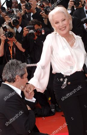 French Actor Alain Chabat (l) Kisses French Actress Bernadette Lafont Upon Their Arrival at the Festival Palace For a Gala Screening of British Director Michael Winterbottom's Film 'A Mighty Heart' Running out of Competition at the 60th Cannes Film Festival 21 May 2007 in Cannes France