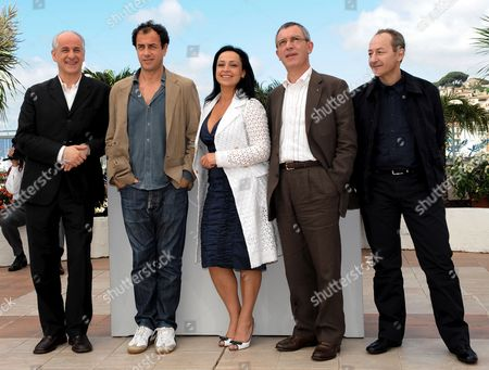 (l-r) Italian Actor Toni Servillo Director Matteo Garrone and Actors Maria Nazionale Gianfelice Imparato and Salvatore Cantalupo Pose For Photographers During a Photocall For Italian Director Matteo Garrone's Film 'Gomorra' Running in Competition at the 61st Edition of the Cannes Film Festival 18 May 2008 in Cannes France France Cannes