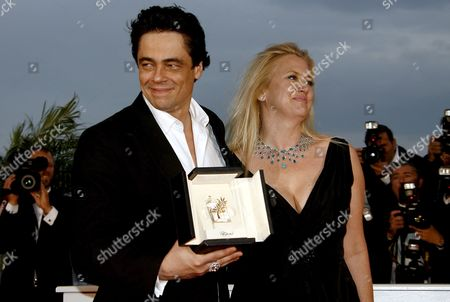 Puerto Rican Actor Benicio Del Toro (l) Poses For Photographers with Us Producer Laura Bickford After Receiving the Best Actor Award For His Film 'Che' at the 61st Edition of the Cannes Film Festival 25 May 2008 in Cannes France