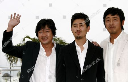 South Korean Director Na Hong-jin (c) Poses For Photographers with Cast Members Kim Yoon-suk (l) and Ha Jung-woo (r) During a Photocall For South Korean Director Na Hong-jin's Film 'The Chaser' Running out of Competition at the 61st Edition of the Cannes Film Festival 17 May 2008 in Cannes France France Cannes