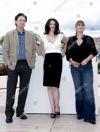 (l-r) Us Actor Bill Pullman British Actress Julia Ormond and Us Director Jennifer Lynch Pose For Photographers During a Photocall For Us Director Jennyfer Lynch's Film 'Surveillance' Running out of Competition at the 61st Edition of the Cannes Film Festival 21 May 2008 in Cannes France