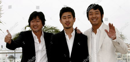 South Korean Director Na Hong-jin (c) Poses For Photographers with Cast Members Kim Yoon-suk (l) and Ha Jung-woo (r) During a Photocall For South Korean Director Na Hong-jin's Film 'The Chaser' Running out of Competition at the 61st Edition of the Cannes Film Festival 17 May 2008 in Cannes France