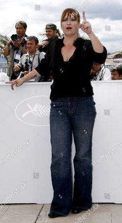 Us Director Jennifer Lynch Poses For Photographers During a Photocall For Her Film 'Surveillance' Running out of Competition at the 61st Edition of the Cannes Film Festival 21 May 2008 in Cannes France