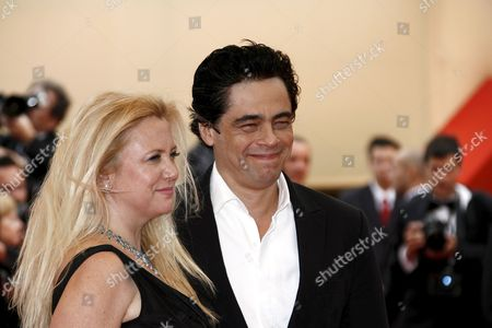 Puerto Rican Actor Benicio Del Toro (r) and Us Producer Laura Bickford Arrive For the Gala Screening of Us Director Barry Levinson's Film 'What Just Happened?' Running in Competition at the 61st Edition of the Cannes Film Festival 25 May 2008 in Cannes France Puerto Rican Actor Benicio Del Toro Received the Best Actor Award On 25 May 2008 at the 61st Edition of the Cannes Film Festival