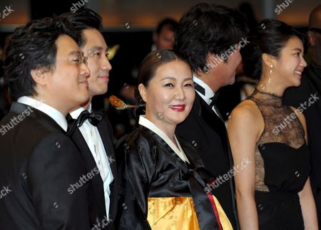 Director Chan-wook Park South Korean Actors Kim Ok-vin Kim Hae-sook Shin Ha-kyun and Song Kang-ho Arrive For the Gala Screening of the South Korean/american Film 'Bak-jwi' (thirst) by Park Chan-wook Running in Competition For the 62nd Edition of the Cannes Film Festival in Cannes France 15 May 2009