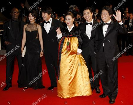 Actors Eriq Ebouaney Ok-bin Kim Kang-ho Song Kim Hae-sook Ha-kyun Shin and Director Park Chan Wook Arrive For the Gala Screening of the South Korean/american Film 'Bak-jwi' (thirst) by Park Chan-wook Running in Competition For the 62nd Edition of the Cannes Film Festival in Cannes France 15 May 2009